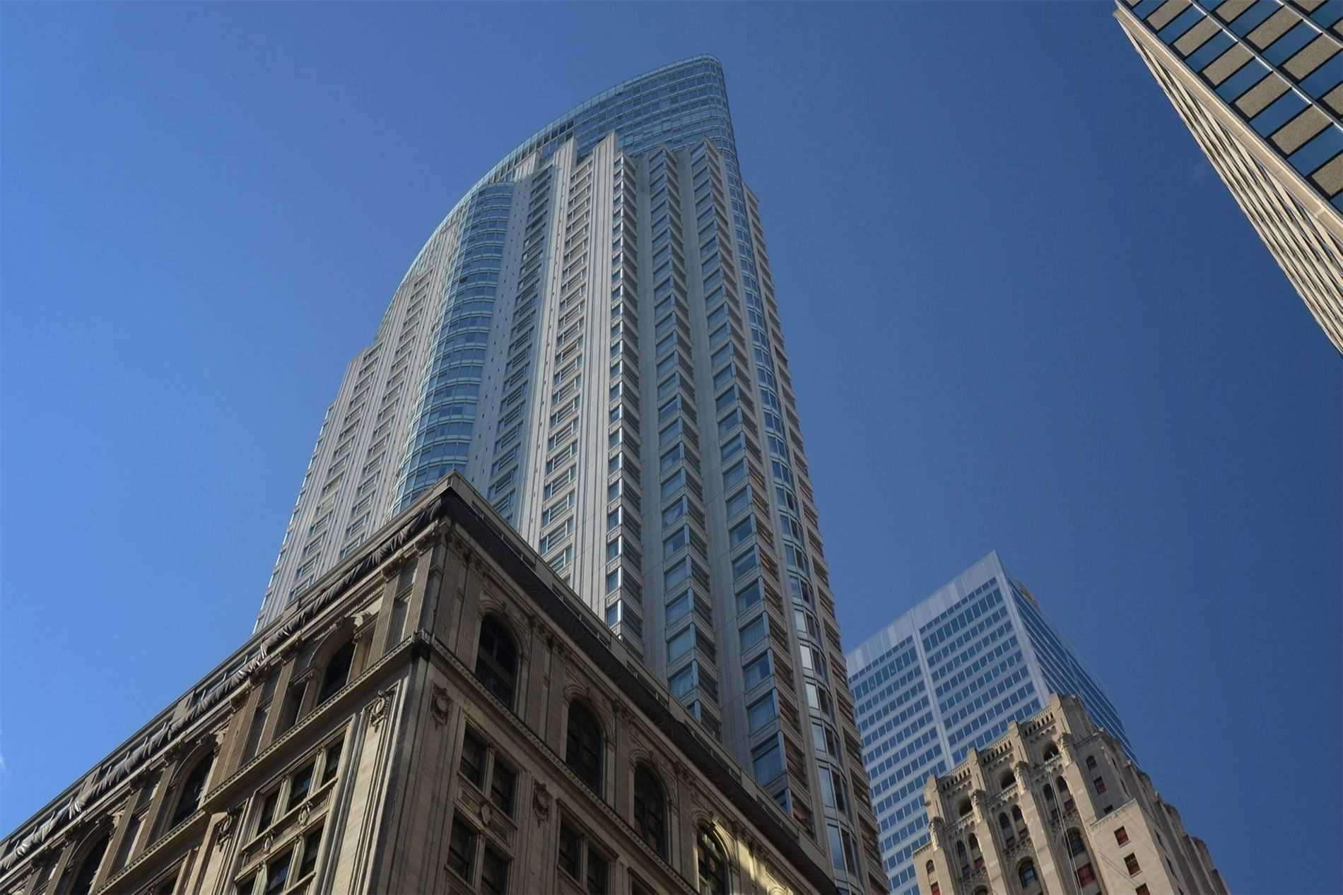 1 King St, Toronto, Ontario M5H1A1, 3 Rooms Rooms,1 BathroomBathrooms,Condo Apt,For Sale,King,C4803452