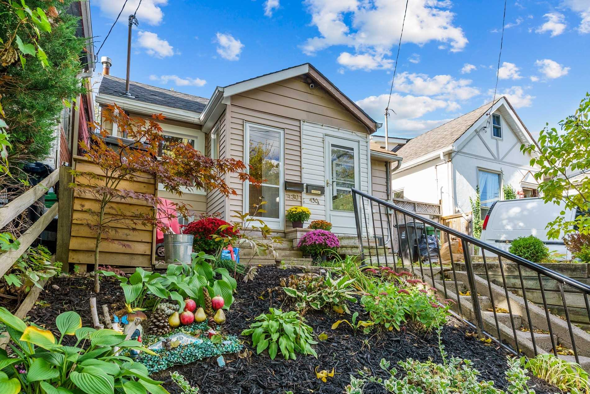 430 Woodfield Rd, Toronto, Ontario M4L2X3, 2 Bedrooms Bedrooms, 5 Rooms Rooms,1 BathroomBathrooms,Semi-detached,For Sale,Woodfield,E4950295