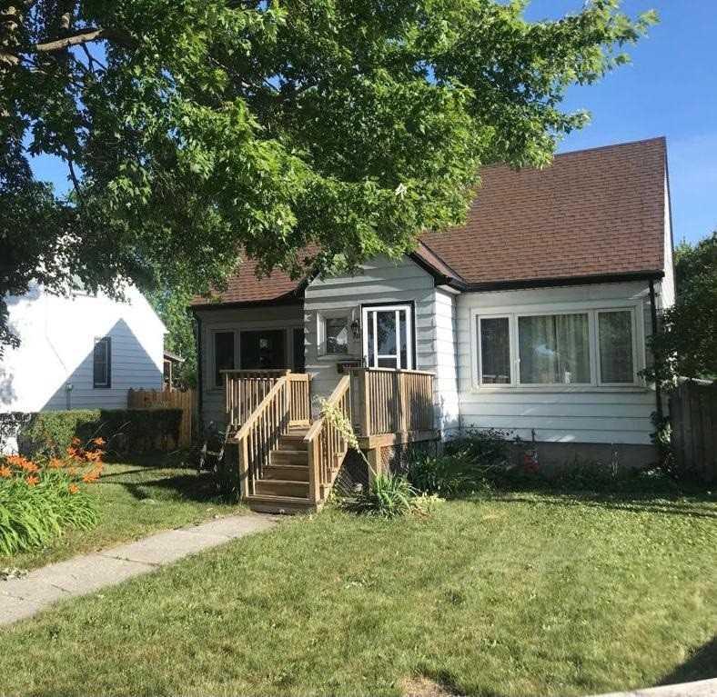 921 London Rd, Sarnia, Ontario N7S1N6, 4 Bedrooms Bedrooms, ,2 BathroomsBathrooms,Detached,For Sale,London,X5109562
