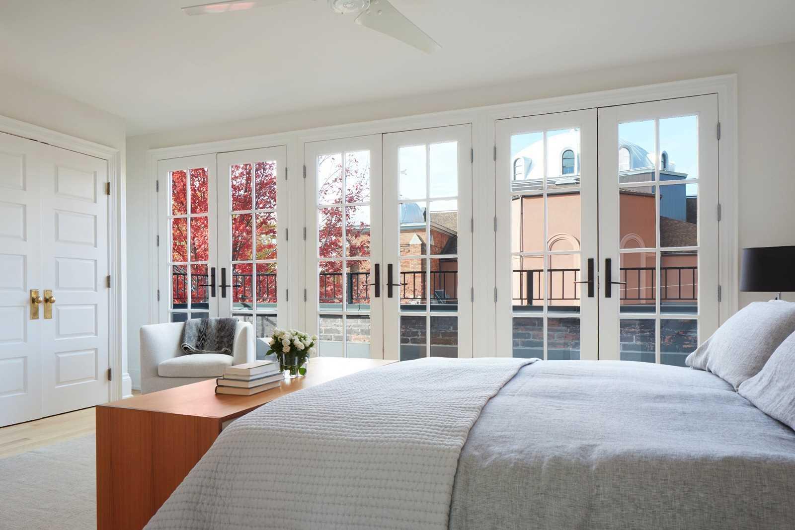 125 Sorauren Ave, Toronto, Ontario M6R2E3, 5 Bedrooms Bedrooms, 11 Rooms Rooms,4 BathroomsBathrooms,Detached,For Sale,Sorauren,W5135834