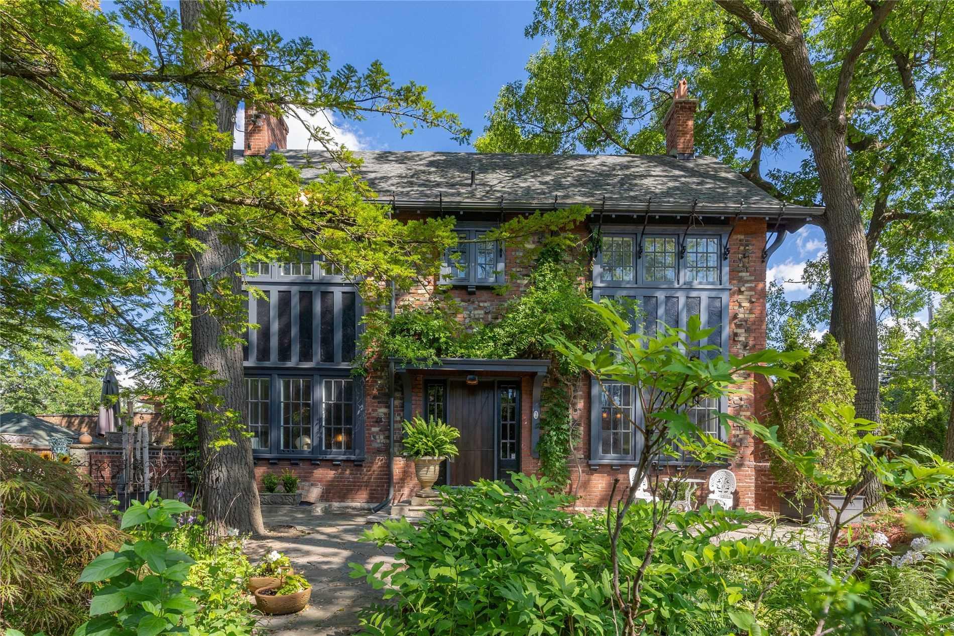 2 Indian Grve, Toronto, Ontario M6R2Y2, 4 Bedrooms Bedrooms, 8 Rooms Rooms,4 BathroomsBathrooms,Detached,For Sale,Indian,W4866137