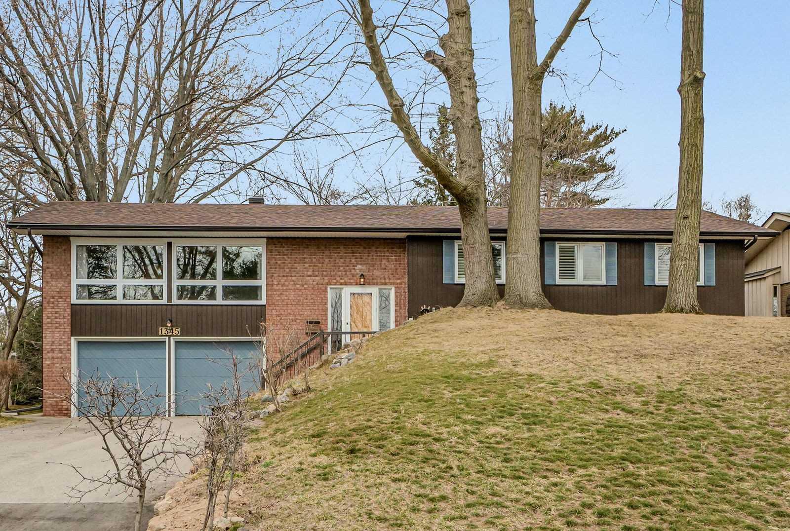 1345 Gatehouse Dr, Mississauga, Ontario L5K 2M6, 3 Bedrooms Bedrooms, 8 Rooms Rooms,2 BathroomsBathrooms,Detached,For Sale,Gatehouse,W5167810
