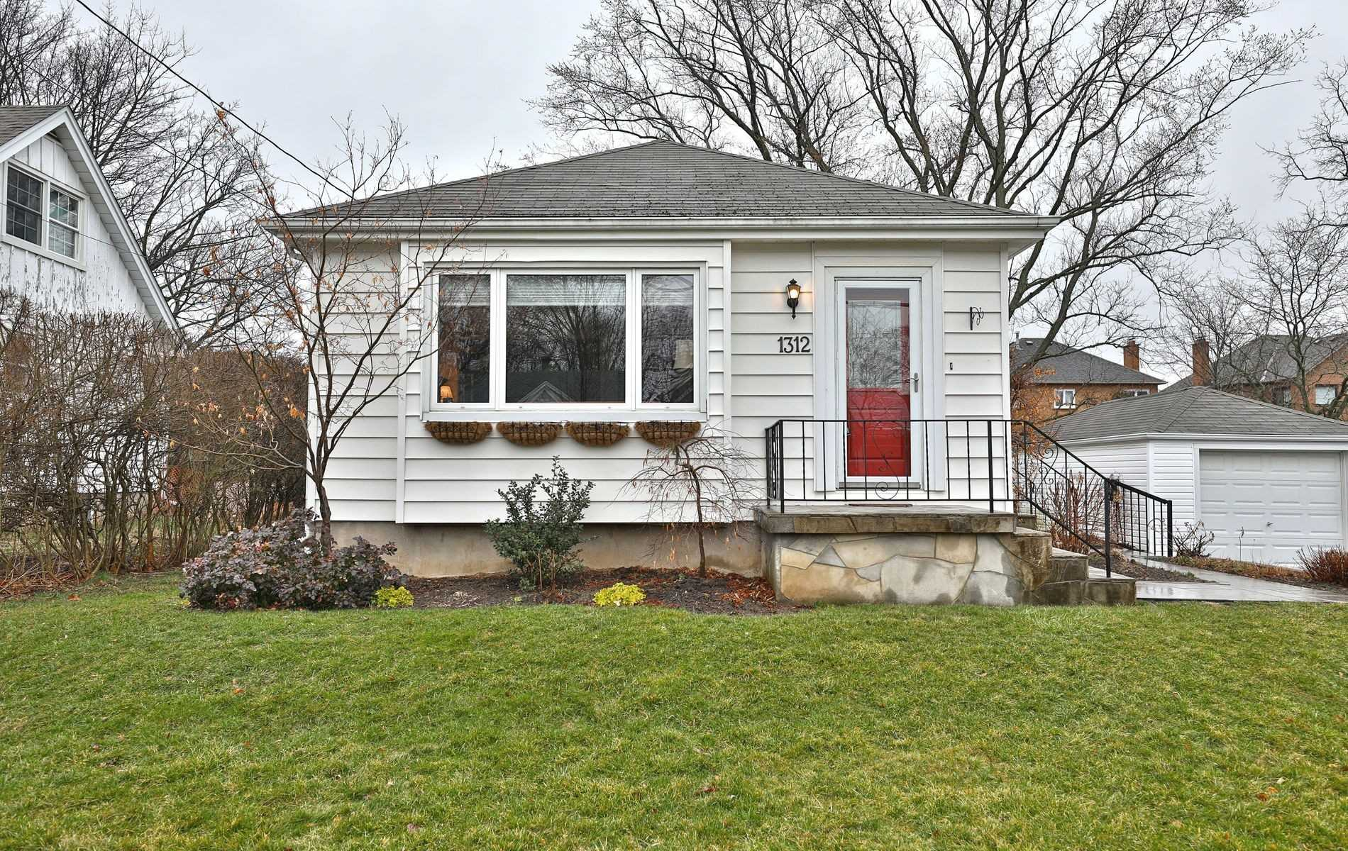 1312 Richmond Rd, Burlington, L7S1K6, 2 Bedrooms Bedrooms, ,2 BathroomsBathrooms,Detached,For Sale,Richmond,W4731026