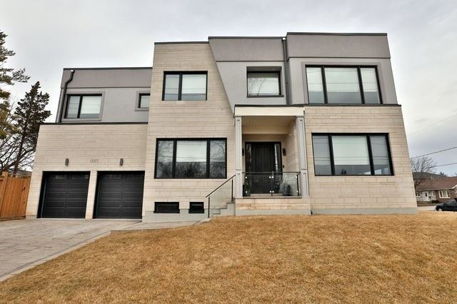 1507 Oxford Ave, Oakville, Ontario L6H1T8, 4 Bedrooms Bedrooms, 16 Rooms Rooms,6 BathroomsBathrooms,Detached,For Sale,Oxford,W5149879