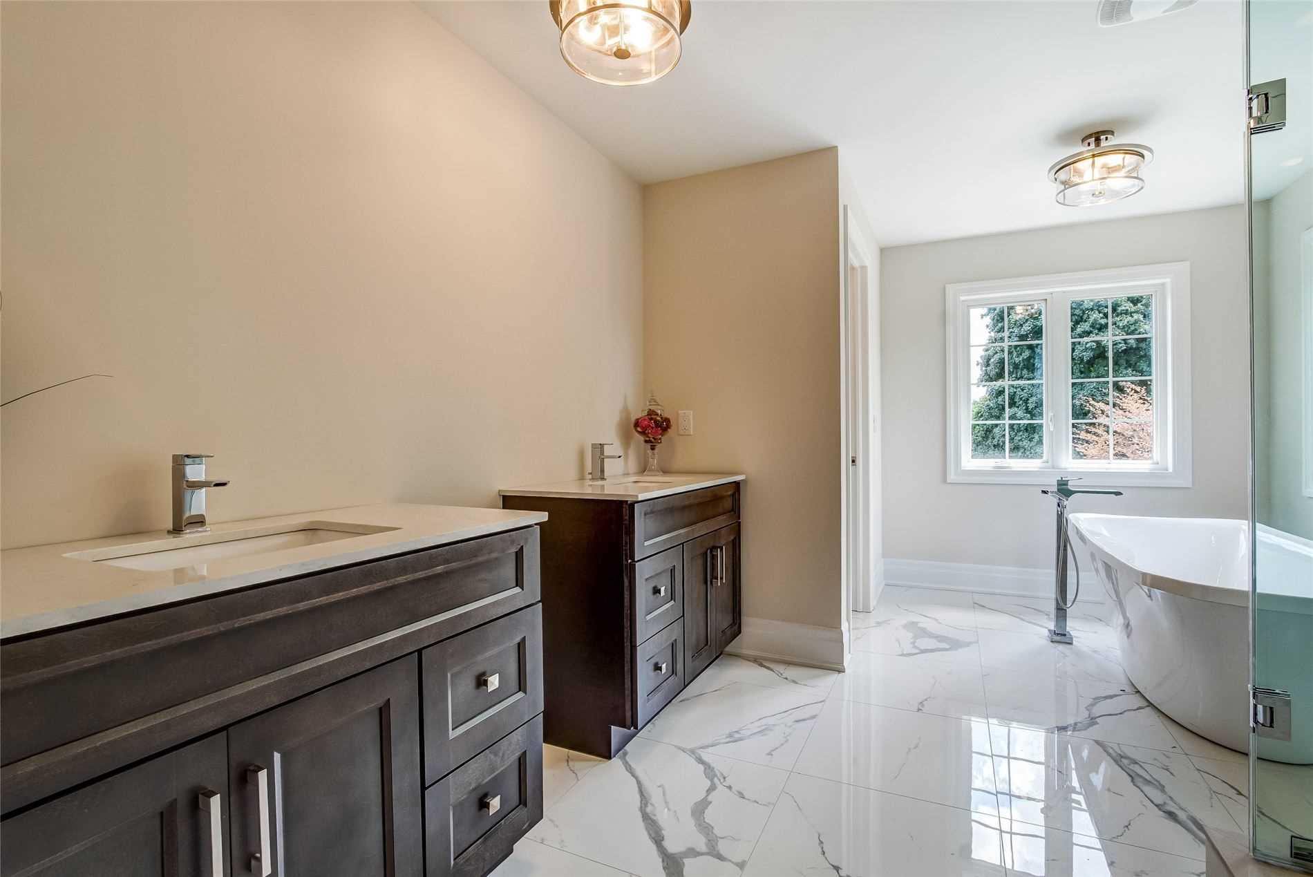 1480 Applewood Rd, Mississauga, Ontario L5E2M3, 4 Bedrooms Bedrooms, 9 Rooms Rooms,5 BathroomsBathrooms,Detached,For Sale,Applewood,W4859611