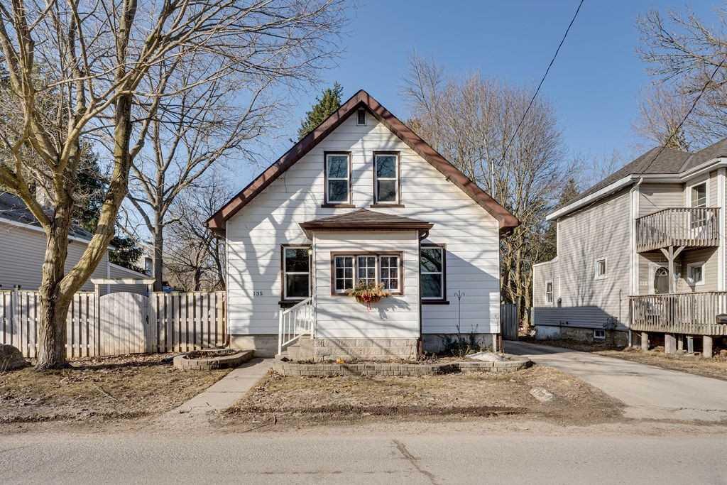 135 Dunlop St, Orillia, Ontario L3V 5P6, 3 Bedrooms Bedrooms, ,1 BathroomBathrooms,Detached,For Sale,Dunlop,S5166163